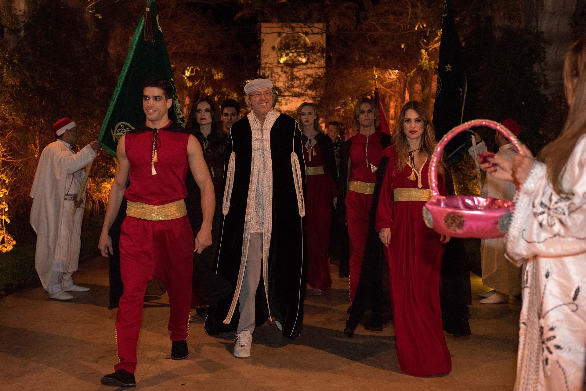 Alejandro Roemmers en su entrada a la fiesta oriental