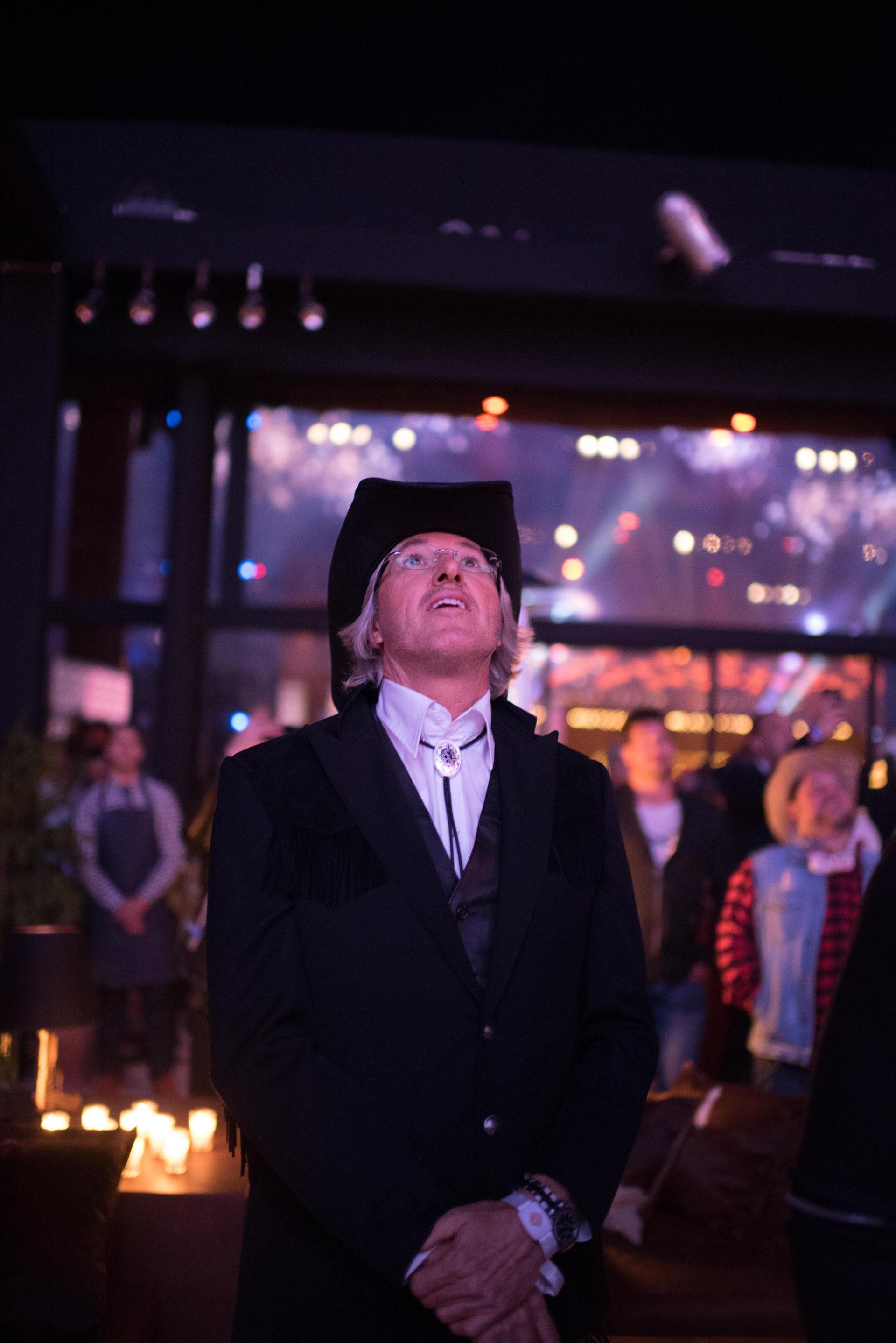 El empresario y escritor quedó deslumbrado con los fuegos artificiales que adornaron la fiesta