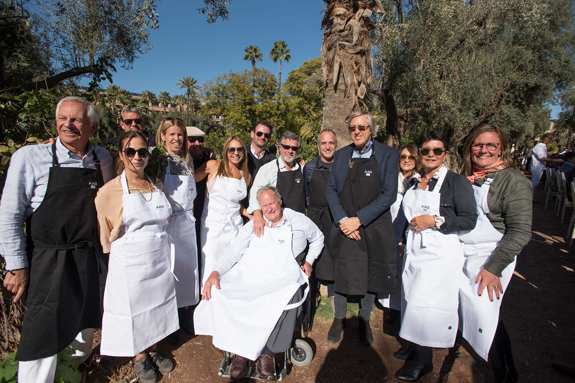 Miembros de la Academia Argentina de Gastronomía posa junto a Alejandro Roemmers