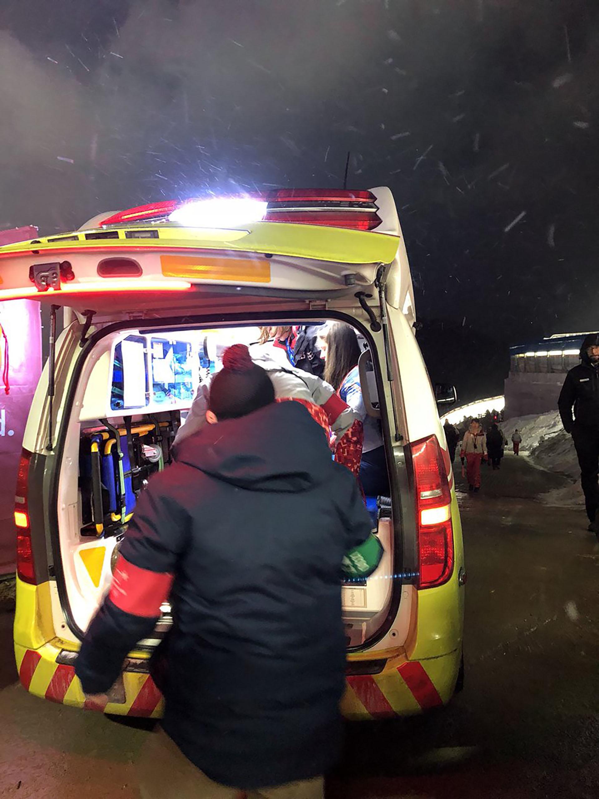 Sweeney fue retirada en ambulancia