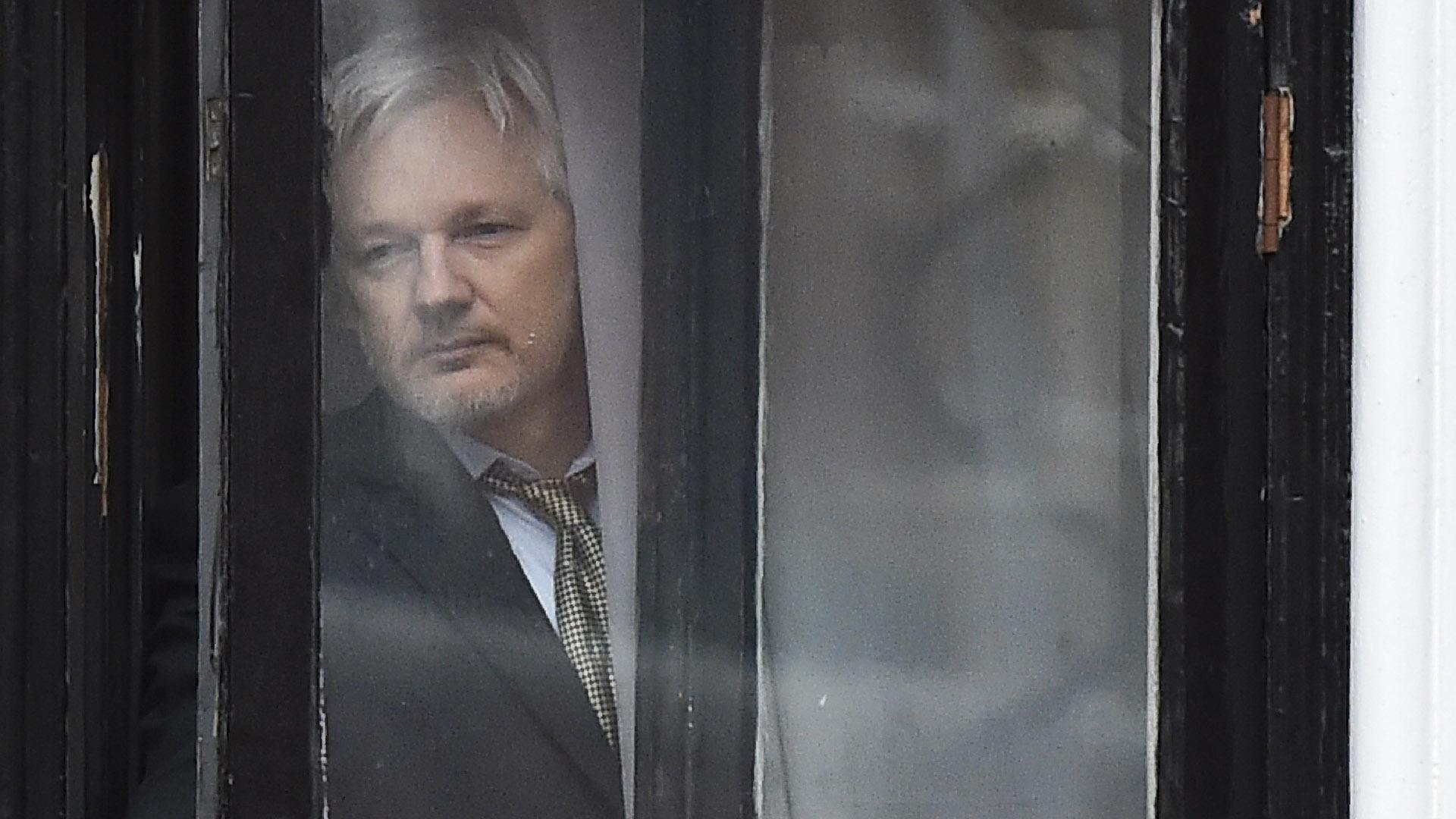 """""""Ecuador decidió soberanamente retirar el asilo diplomático a Julian Assange por violar reiteradamente convenciones internacionales y protocolo de convivencia"""", informó el presidente Lenín Moreno (AFP)"""