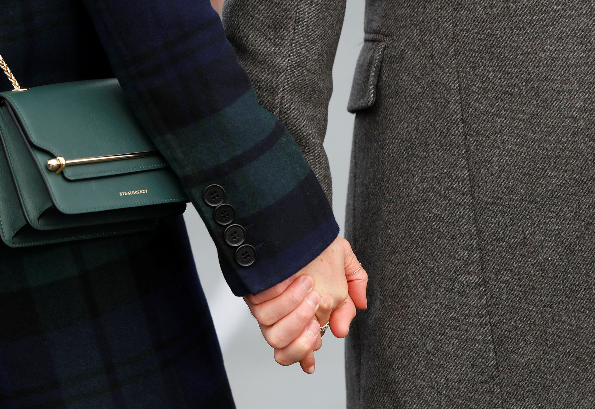 La pareja no evitó las demostraciones de afecto en público