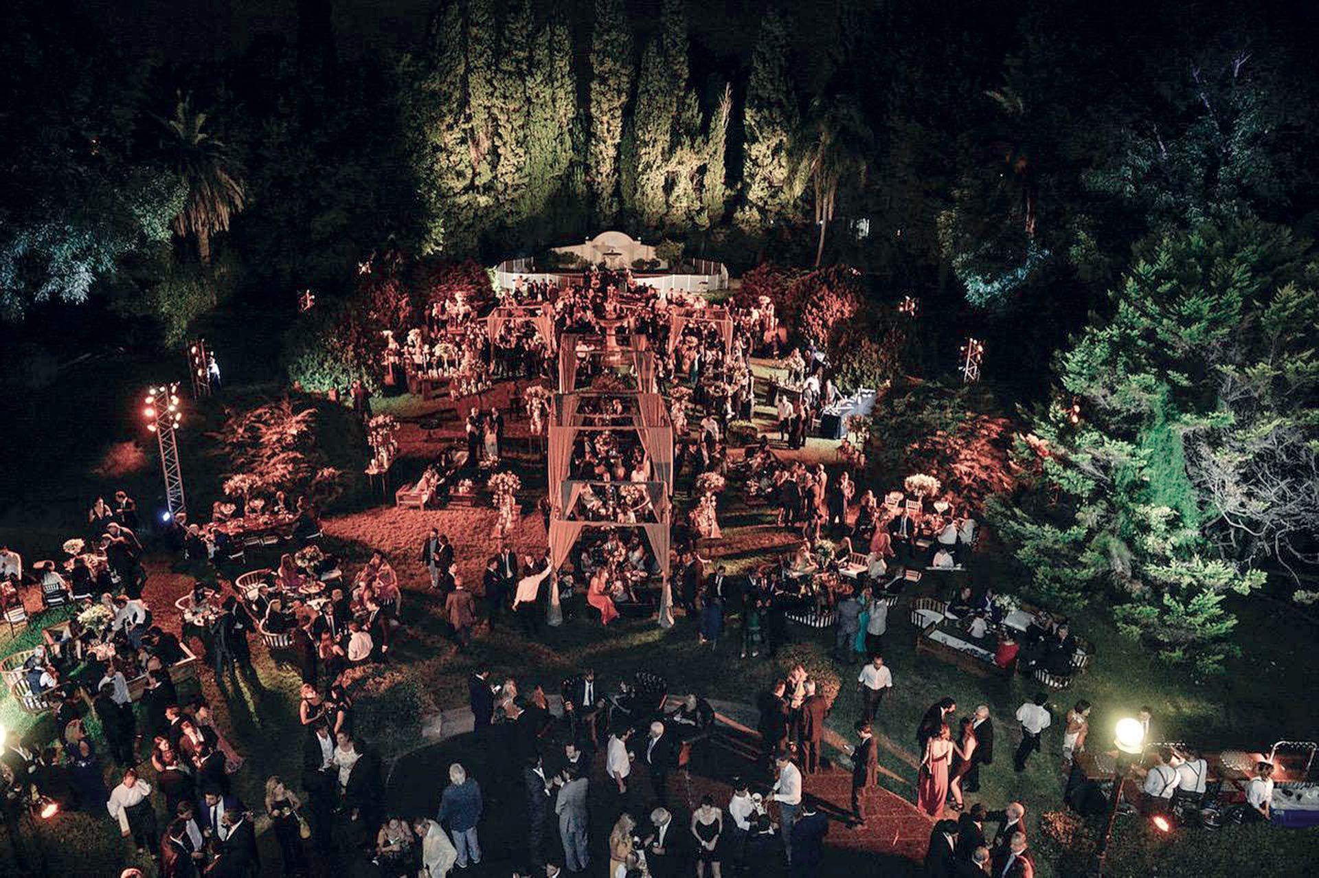 Con un gran agasajo y un menú de exquisiteces variadas, que incluyó hamburguesas y empanadas, fue la gran fiesta para 600 invitados en el Sans Souci. (Foto Marcelo Espinosa/GENTE)