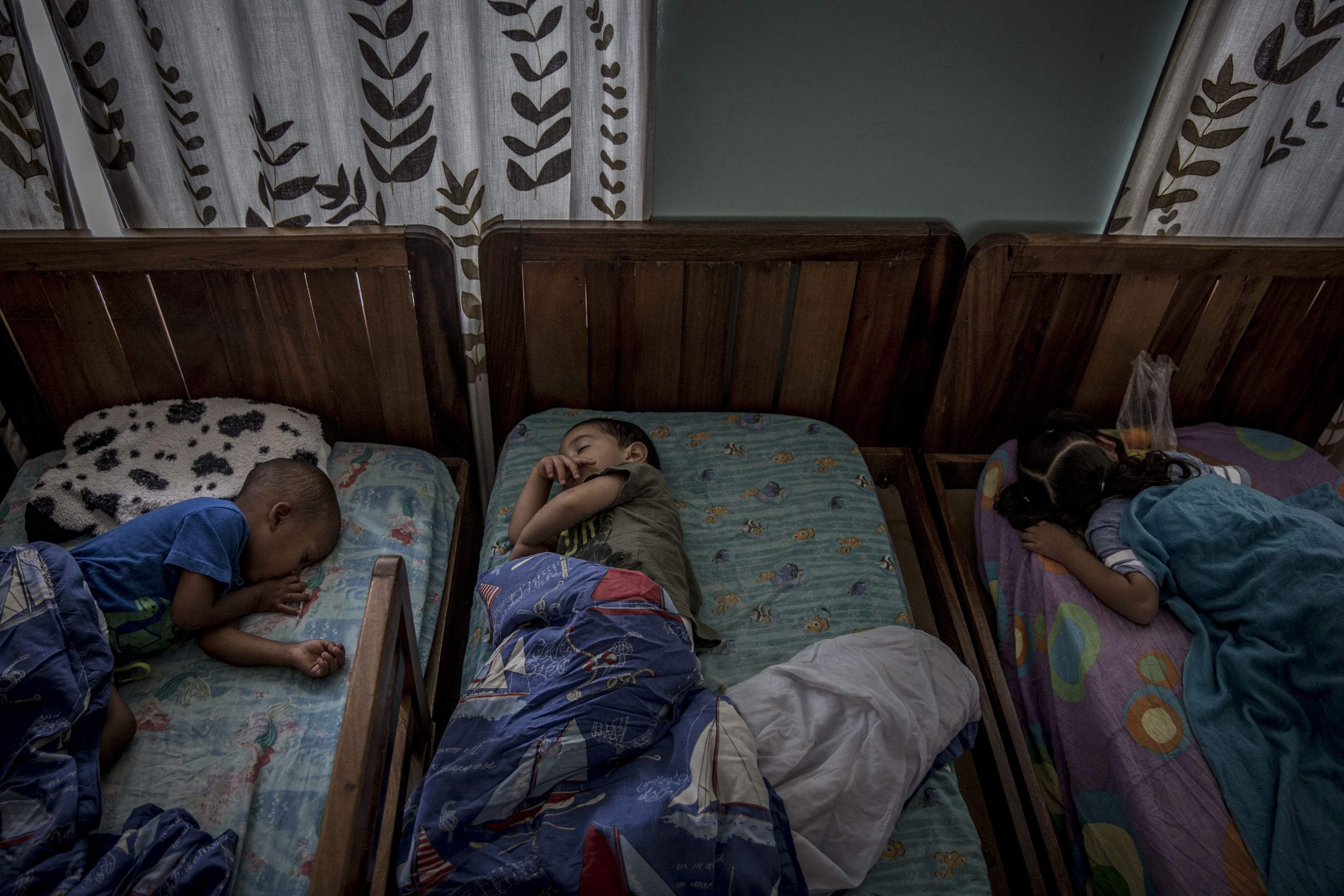 Niños durmiendo en Bambi Home, en Caracas (Venezuela) (The Washington Post / Alejandro Cegarra)