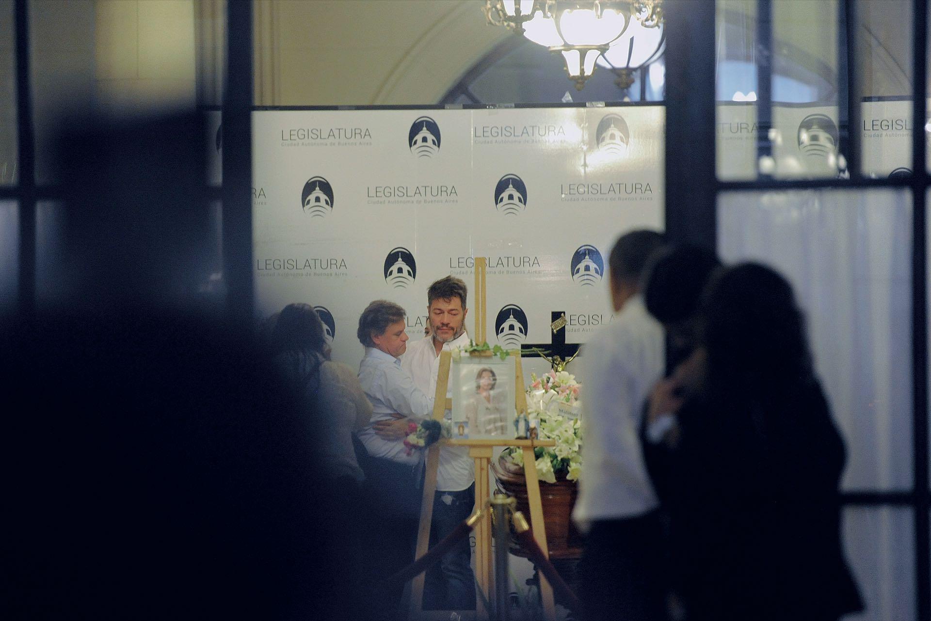 Quique y Marcelo siempre estuvieron juntos en el velorio de la Legislatura, donde asistieron más de 5.000 personas (Fotos: Enrique García Medina y Maxi Vernazza/GENTE)