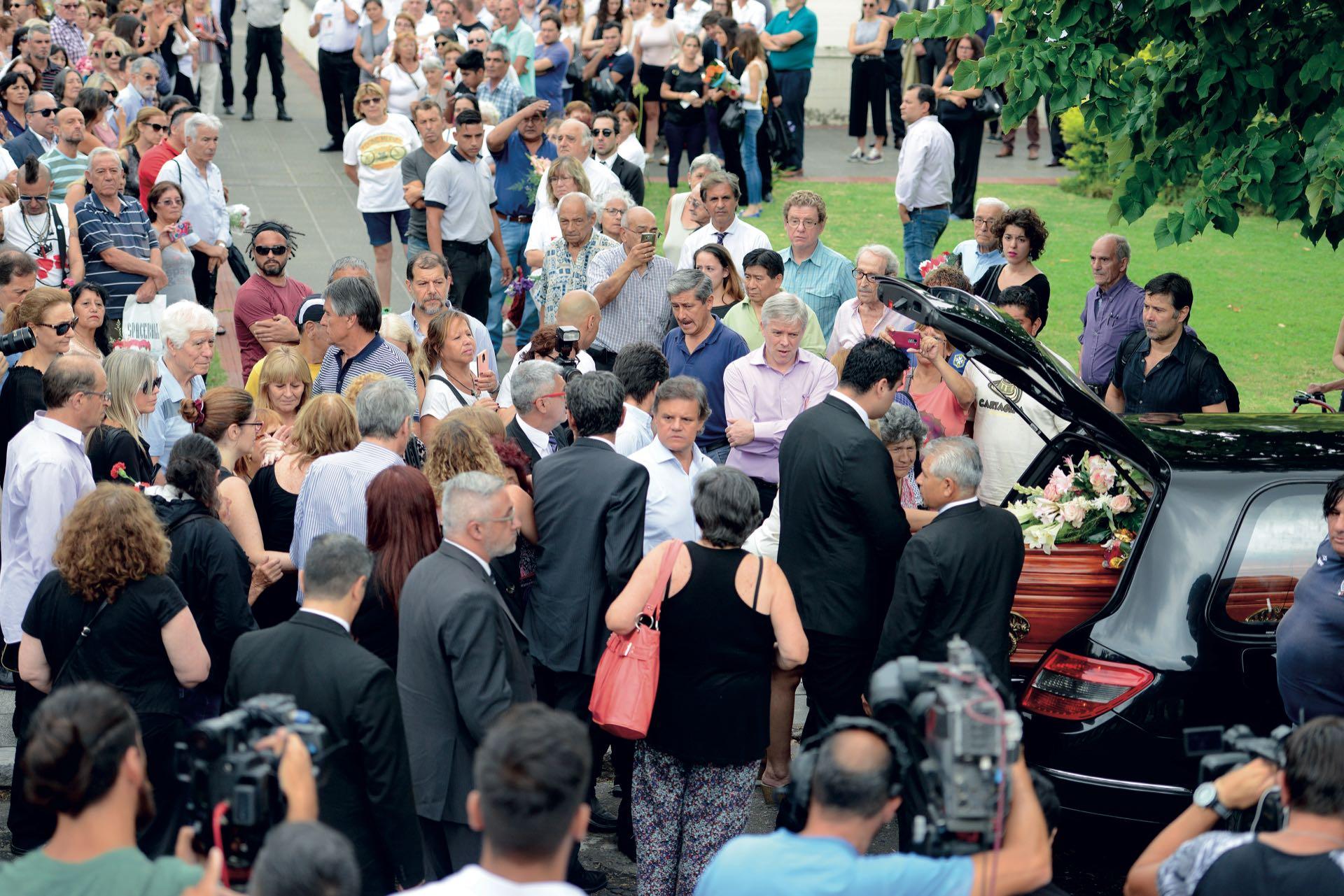 Familiares, amigos yseguidoresse acercaron a brindarle un cálido aplauso (Fotos: Enrique García Medina y Maxi Vernazza/GENTE)