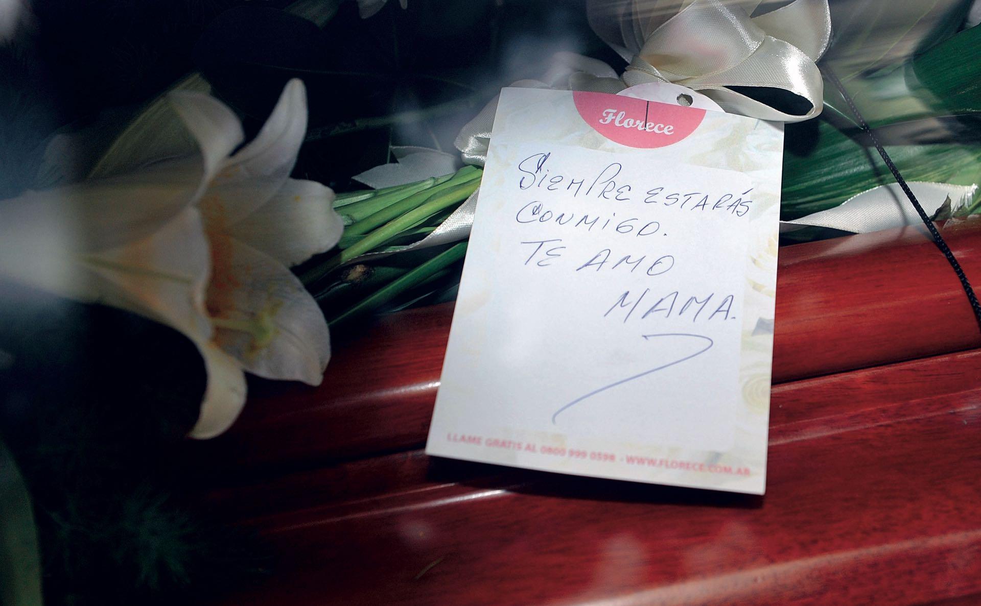 Triste despedida de la mamá de la periodísta Débora Pérez Volpin (Fotos: Enrique García Medina y Maxi Vernazza/GENTE)
