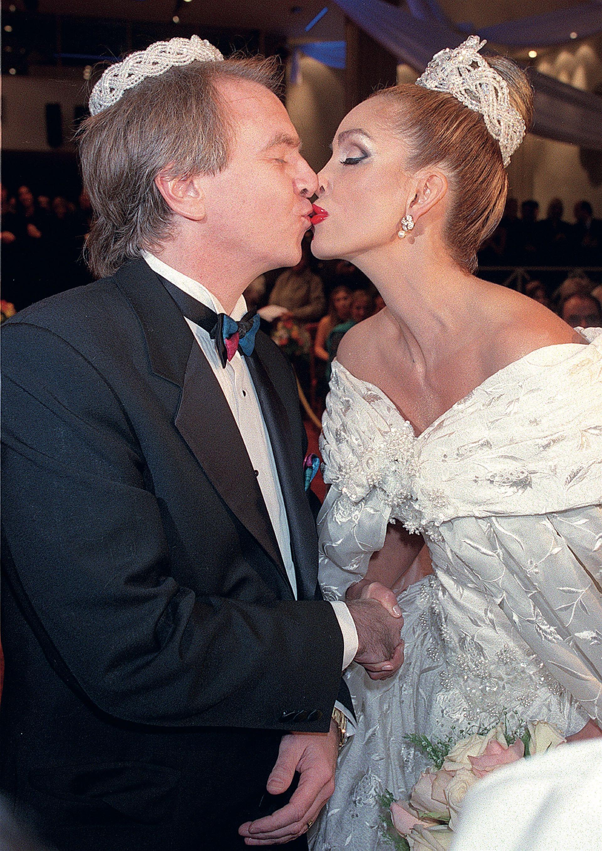 El 16 de abril de 1999 la actriz se casó con el cirujano Alberto Ferriols bajo el rito ortodoxo sirio. Meses después, como ella no podía tener hijos, decidieron adoptar. (Foto Archivo Atlántida Televisa)