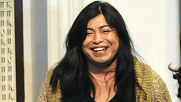 Fotografia de Facebook de la activista trans Diana Sacayán al recibir su DNI de manos de la presidente Cristina Kirchner Foto: NA
