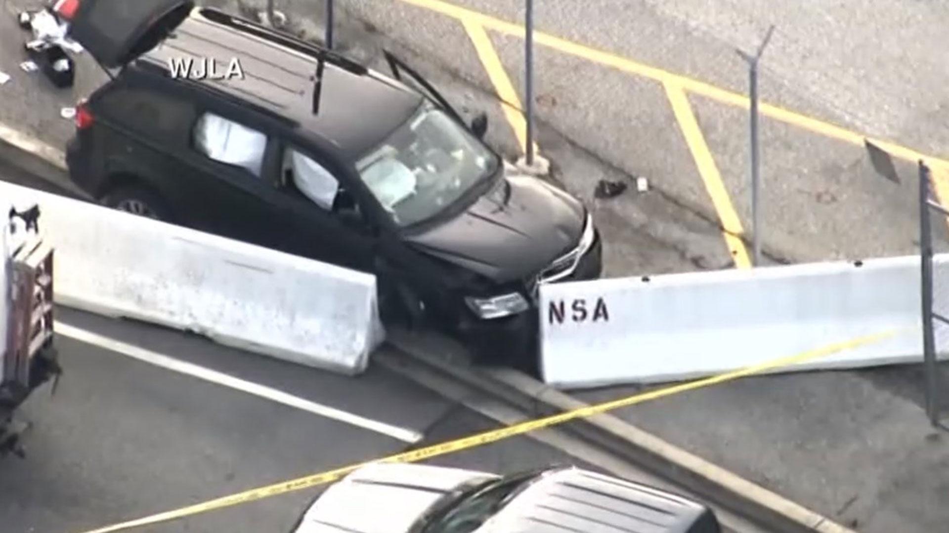 Así quedó el SUV que atravesó las vallas de contención