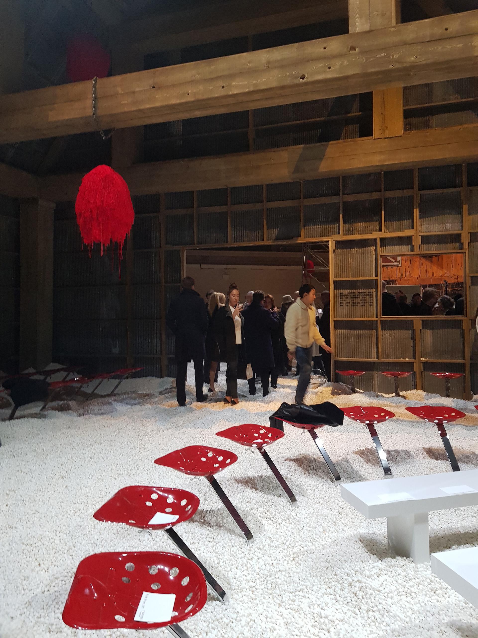 Minutos antes del desfile de Calvin Klein, popcorn forma parte de la pasarela