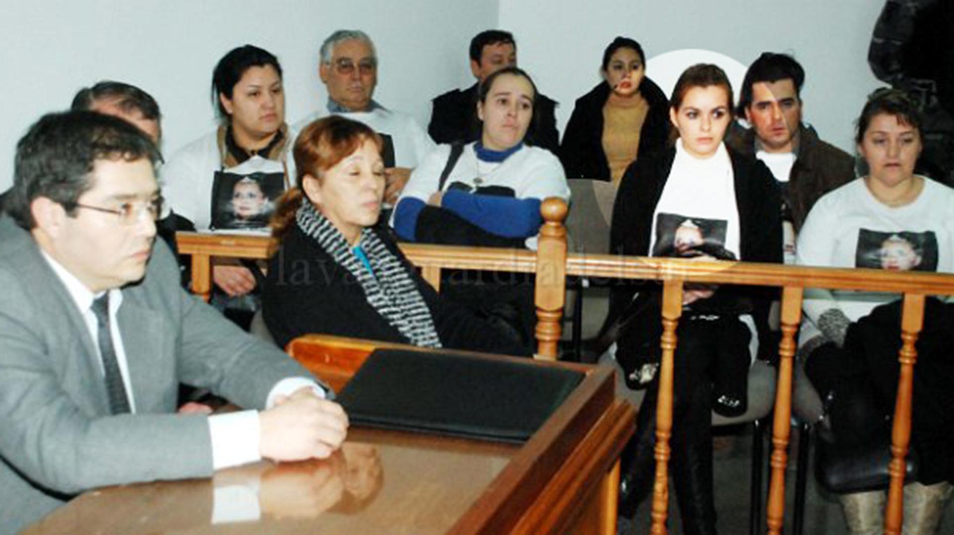 El juicio por la muerte de Johana. Edith estuvo entre los asistentes con una remera con la imagen de su hermana