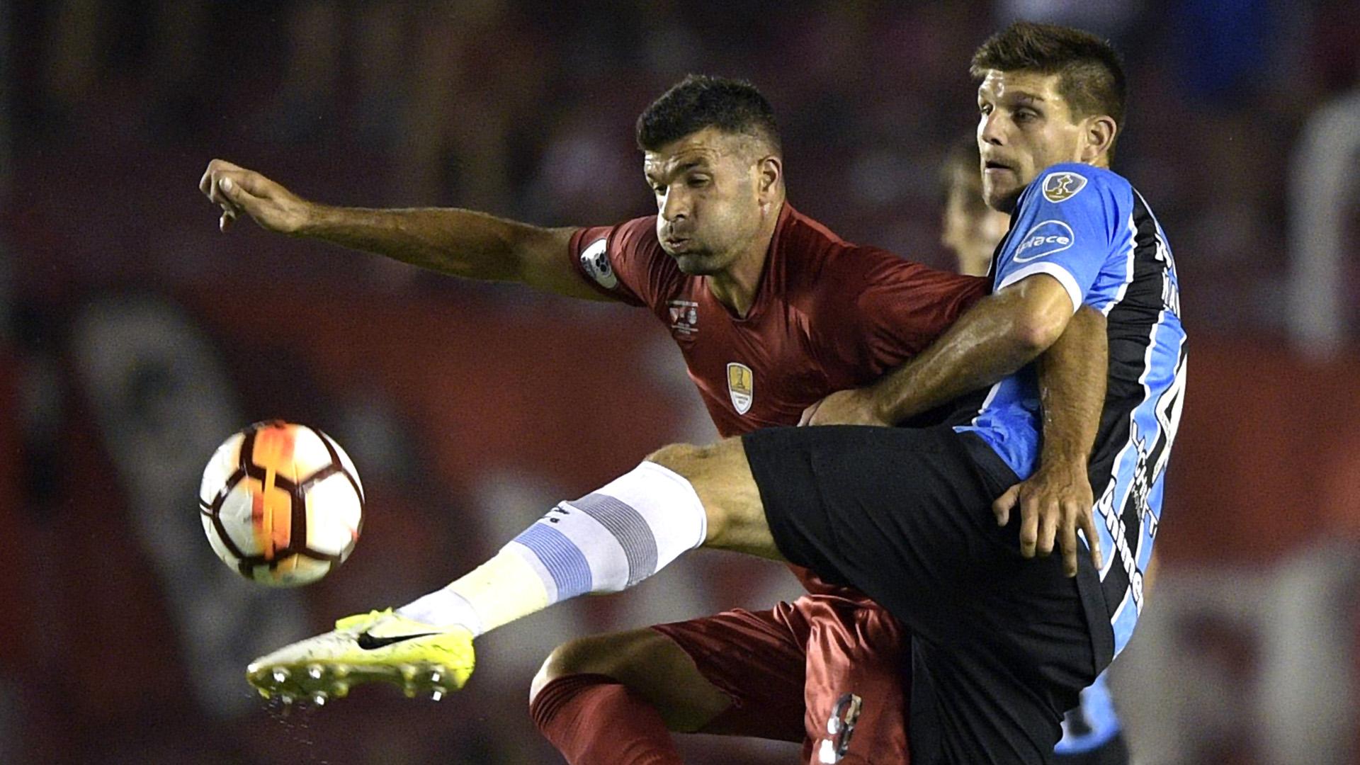 Independiente y Gremio en el partido de ida de la Recopa Sudamericana que se juega en el estadio Libertadores de América. (AFP)
