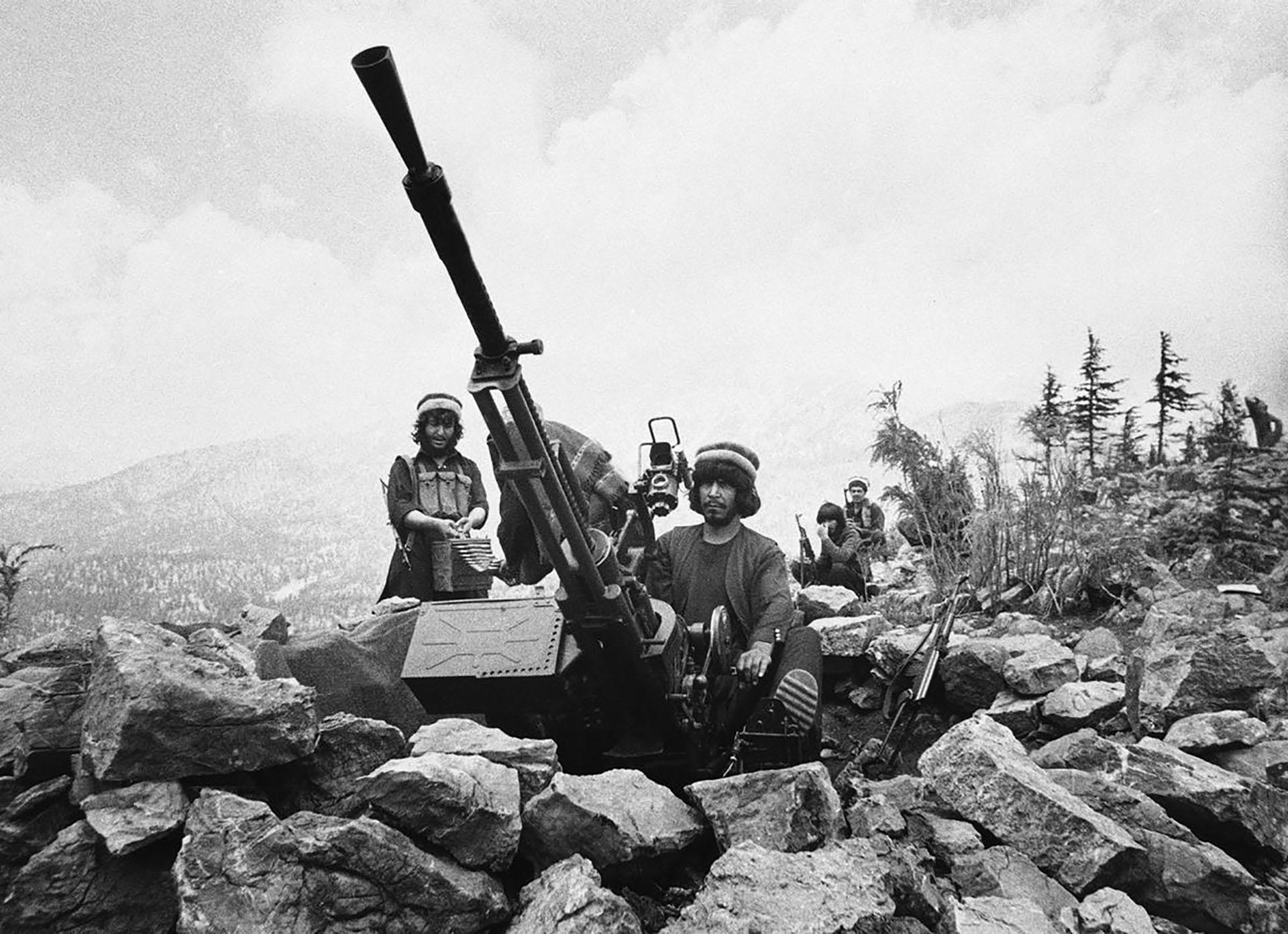 Un cañón antiaéreo operado por muyahidines en la provincia de Paktia, 1986
