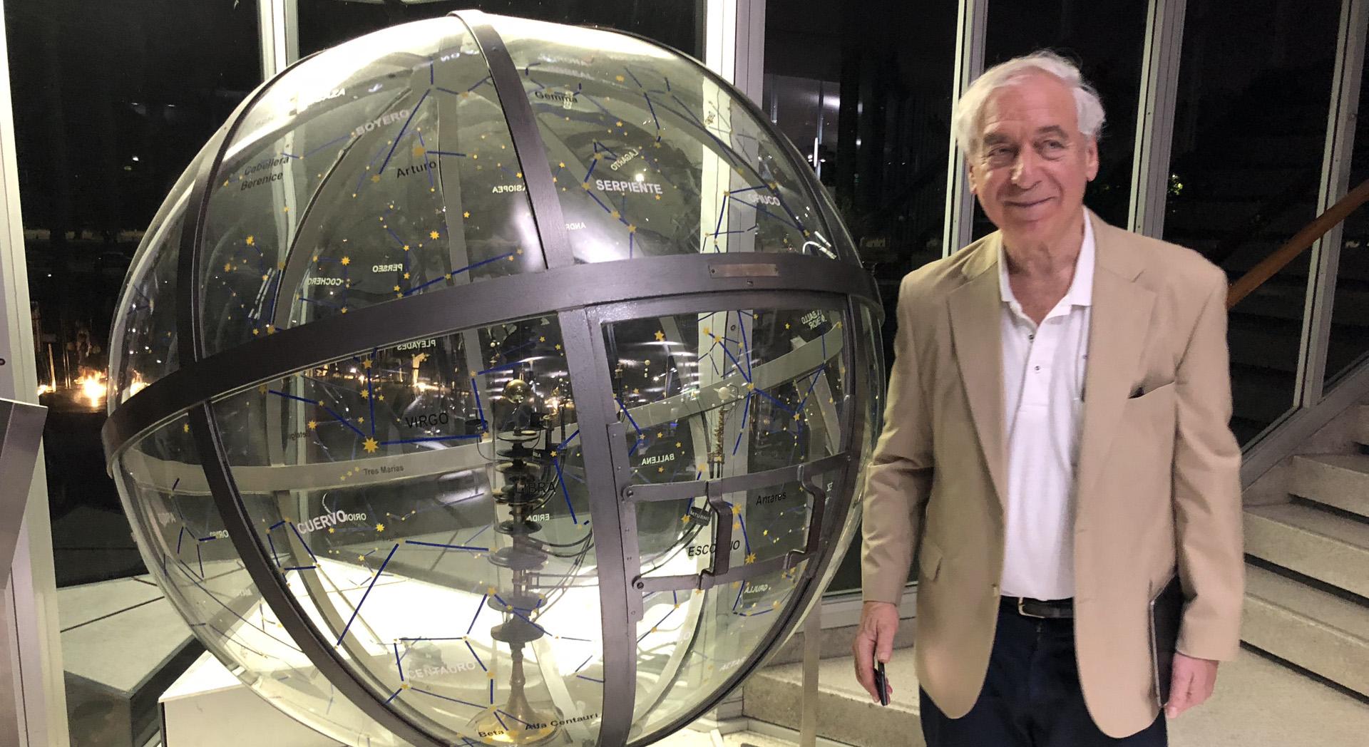 Jay Pasachoff, astrónomo estadounidense en su paso por el Planetario Galileo Galilei