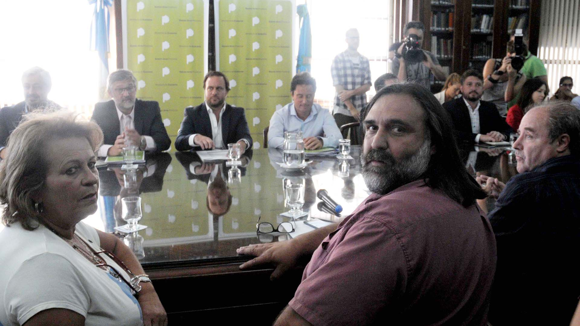 Reunión paritaria en Provincia (Télam)