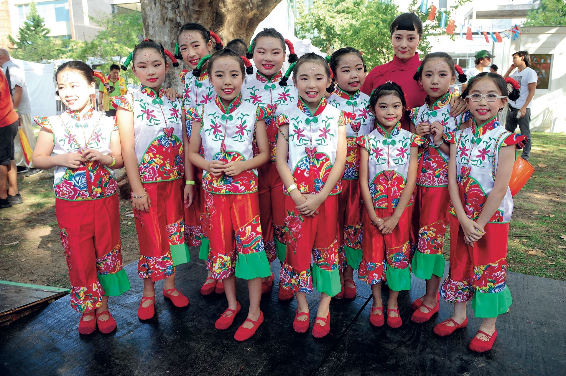 Las alumnas de la escuela de Jessy Wu interpretaron un número clásico de la Danza Infantil China. (Fotos: Fabián Mattiazzi y Télam)
