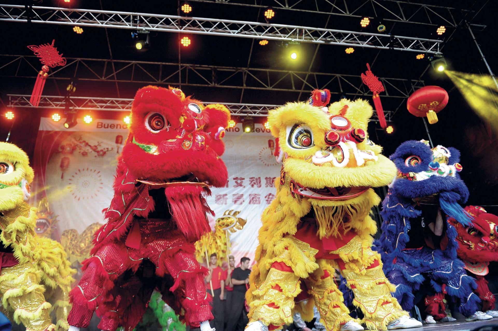 Los Leones Chinos (Fotos: Fabián Mattiazzi y Télam)