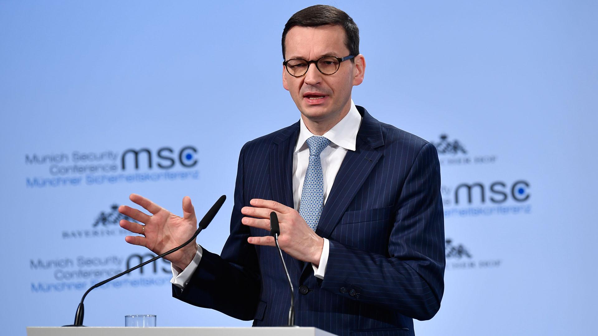 Mateusz Morawiecki, primer ministro de Polonia por el nacionalista y ultraconservador partido Ley y Justicia, que persigue a quienes hablan de una responsabilidad polaca en el Holocausto (AFP)