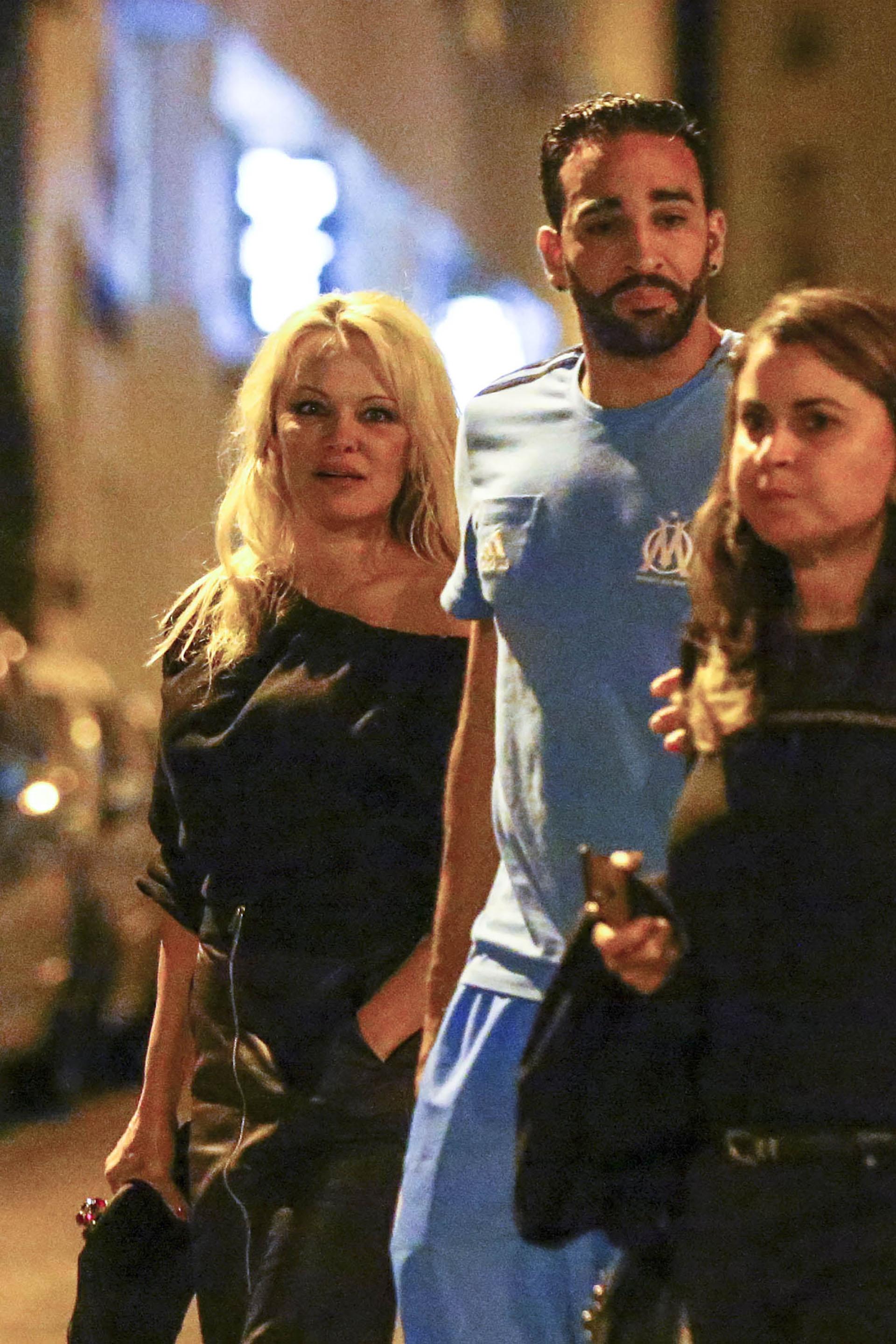 Pamela Anderson y Adil Rami en Marseille (Grosby Group)