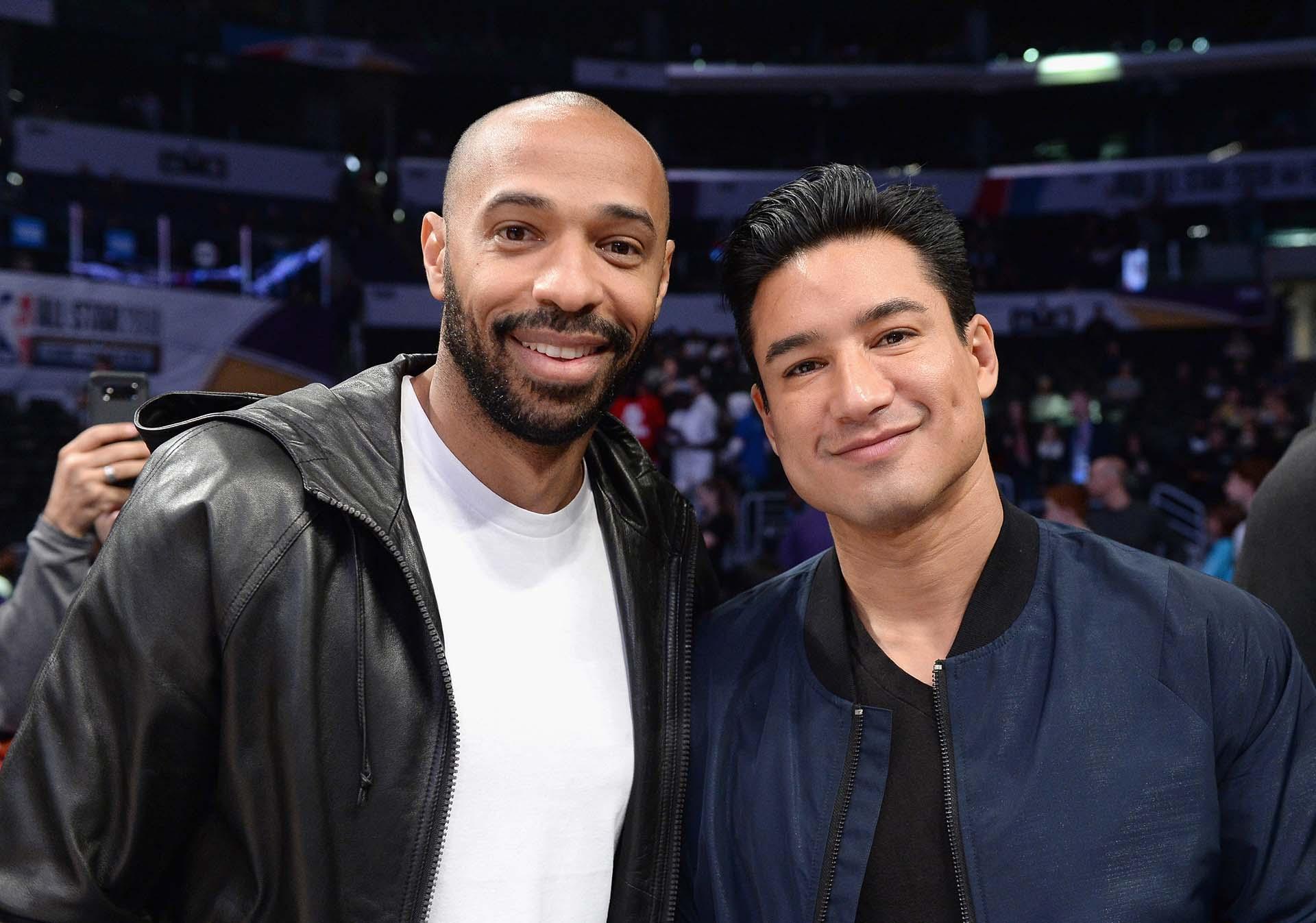 El ex futbolistaThierry Henry junto al actor Mario Lopez
