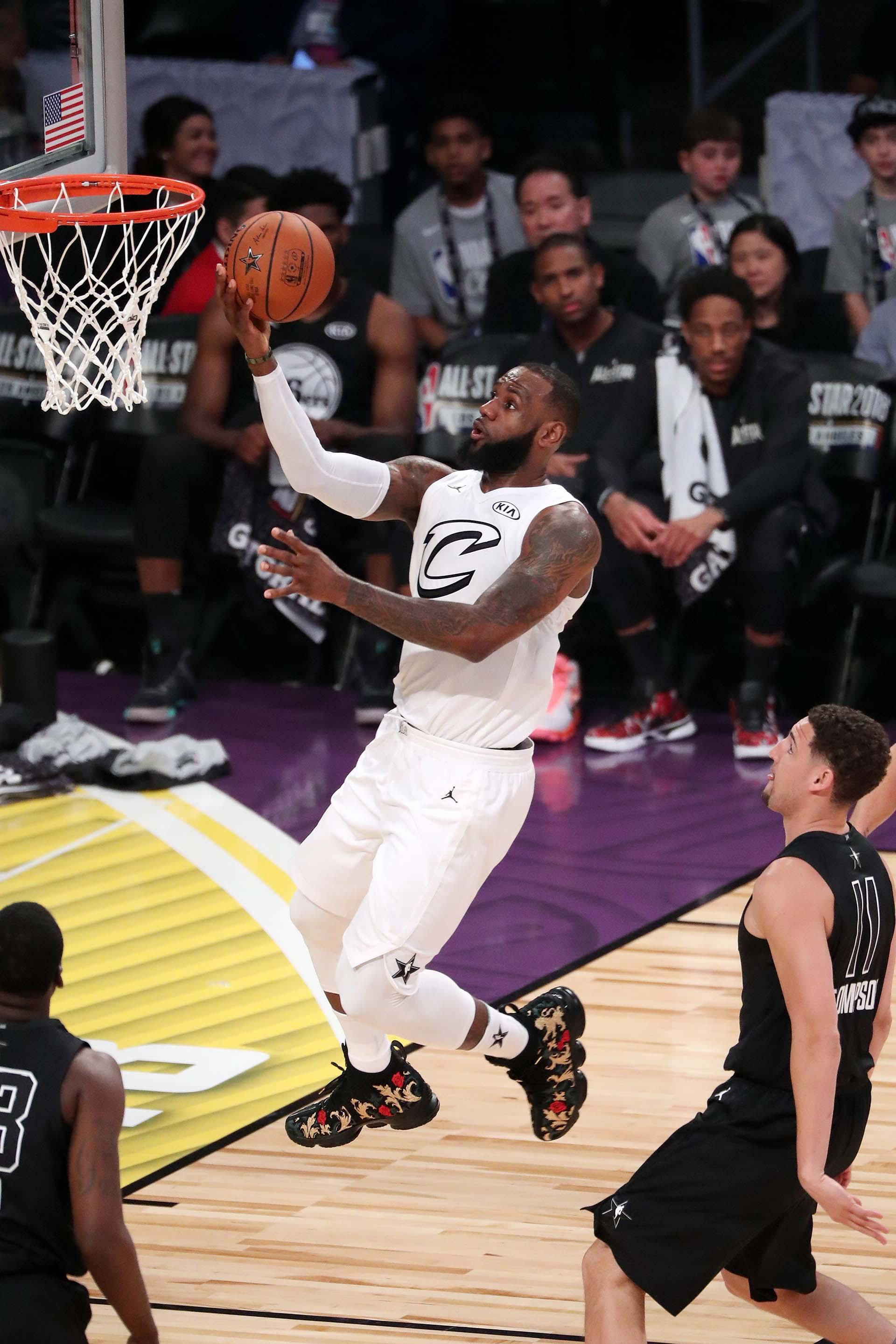 LeBron se eleva en el All Star de Los Ángeles