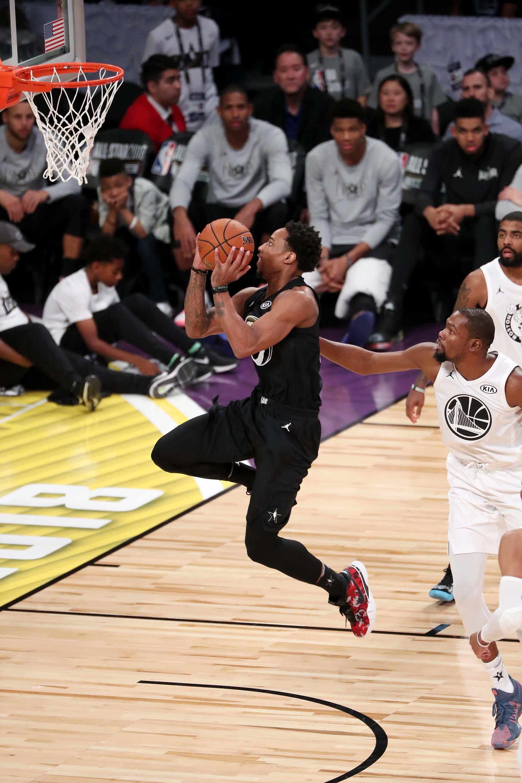 Salta DeMar DeRozan para otro doble del equipo de Curry