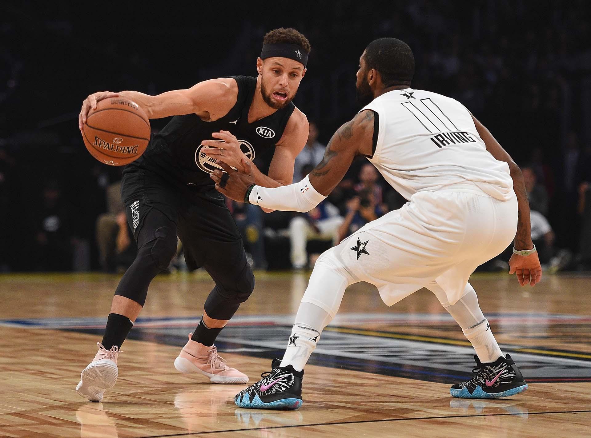 En los primeros dos cuartos Curry solamente encentó un triple