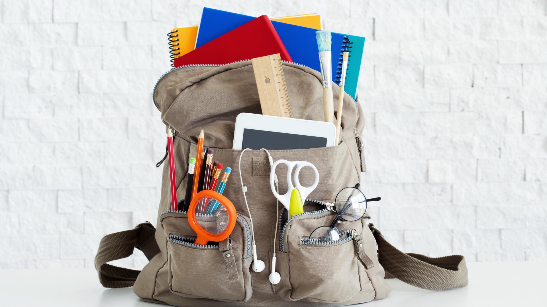 El uso de lockers en las escuelas sería ideal para que los niños puedan dejar los libros o útiles más pesados (Getty)