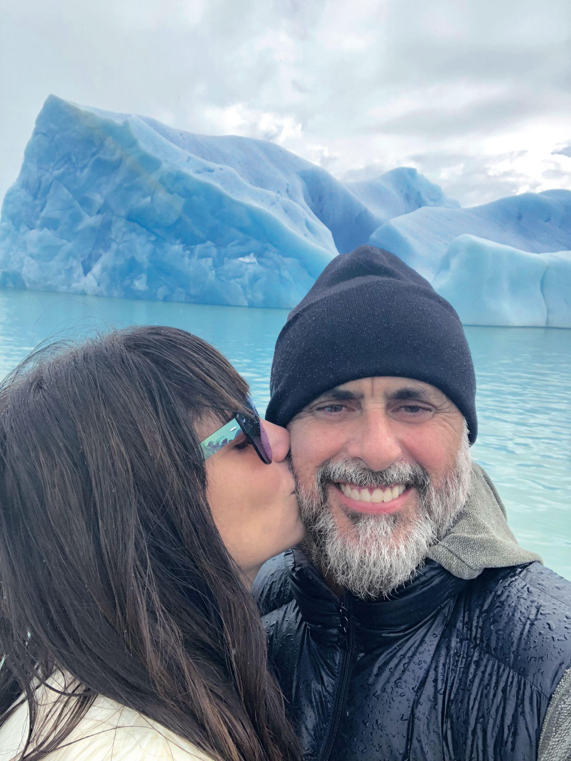 Jorge Rial y Romina Pereiro en el Parque Nacional Los Glaciares (Foto: Secretaria de Turismo El Calafate)