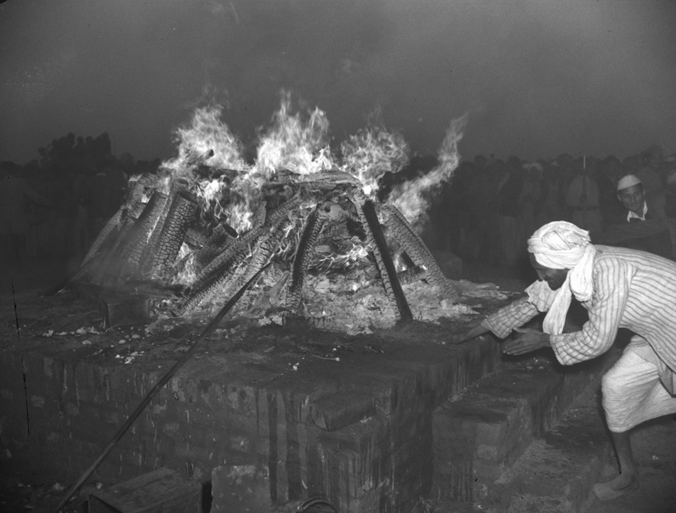 La pira funeraria donde fue cremado el cuerpo de Gandhi, Nueva Delhi, 31 de enero de 1948(AP Photo/Max Desfor)