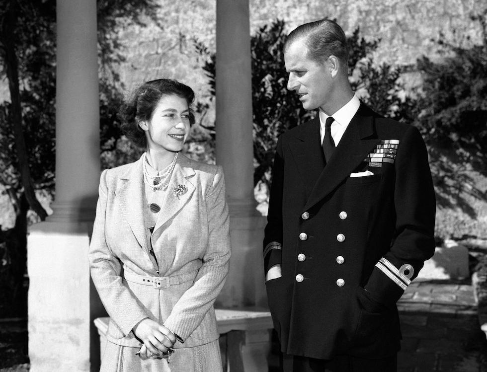 La princesa Isabel de Inglaterra con su marido Felipe en Villa Guardamangia, Malta, 23 de noviembre de 1949 (AP Foto/Max Desfor)