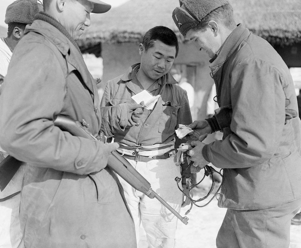 Un soldado de Corea del Norte capturado en Wonju, Corea del Sur, 19 de enero de 1951(AP Foto/Max Desfor)