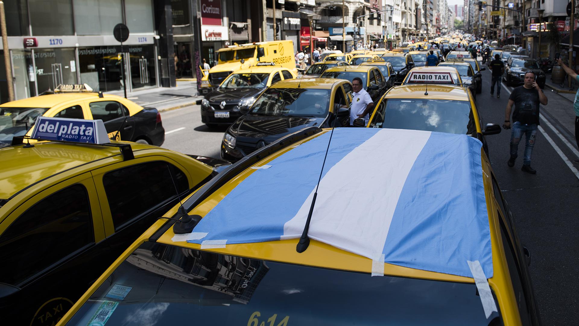 Aumentó la tarifa de los taxis porteños (Adrián Escandar)