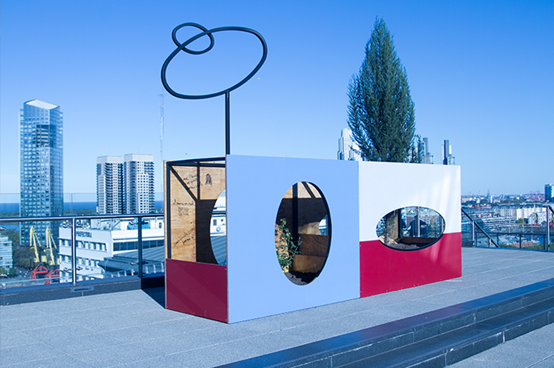 Cristina Schiavi presenta Un ciprés para alcanzarte como símbolo de la inocencia y la pureza