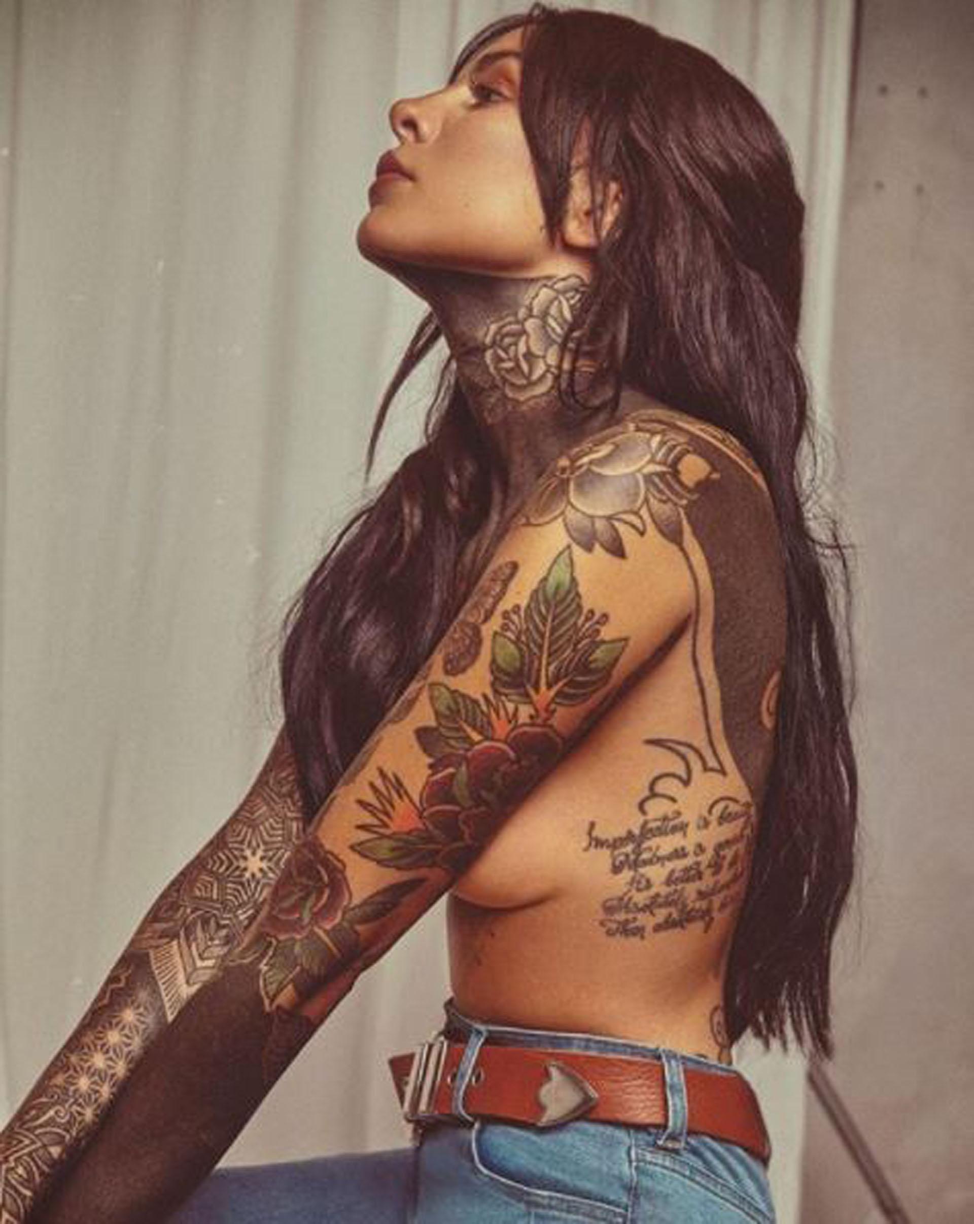 """Cande Tinelli posó en topless y publicó esta imagen en Instagram. La hija del conductor del """"Bailando"""" está promocionando la nueva colección de su marca de ropa"""