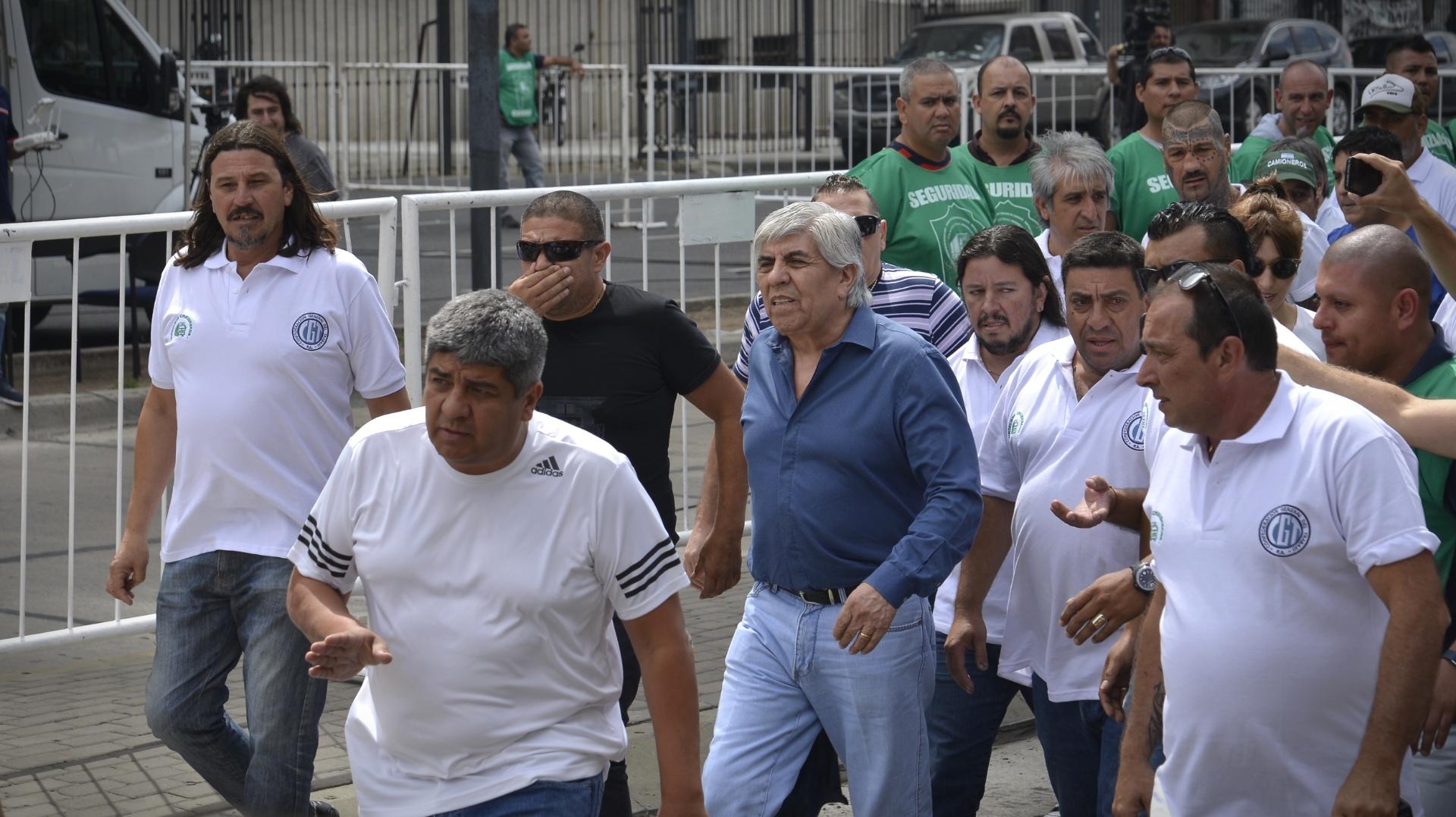 Hugo y Pablo Moyano en la última marcha convocada por Camioneros (Gustavo Gavotti)