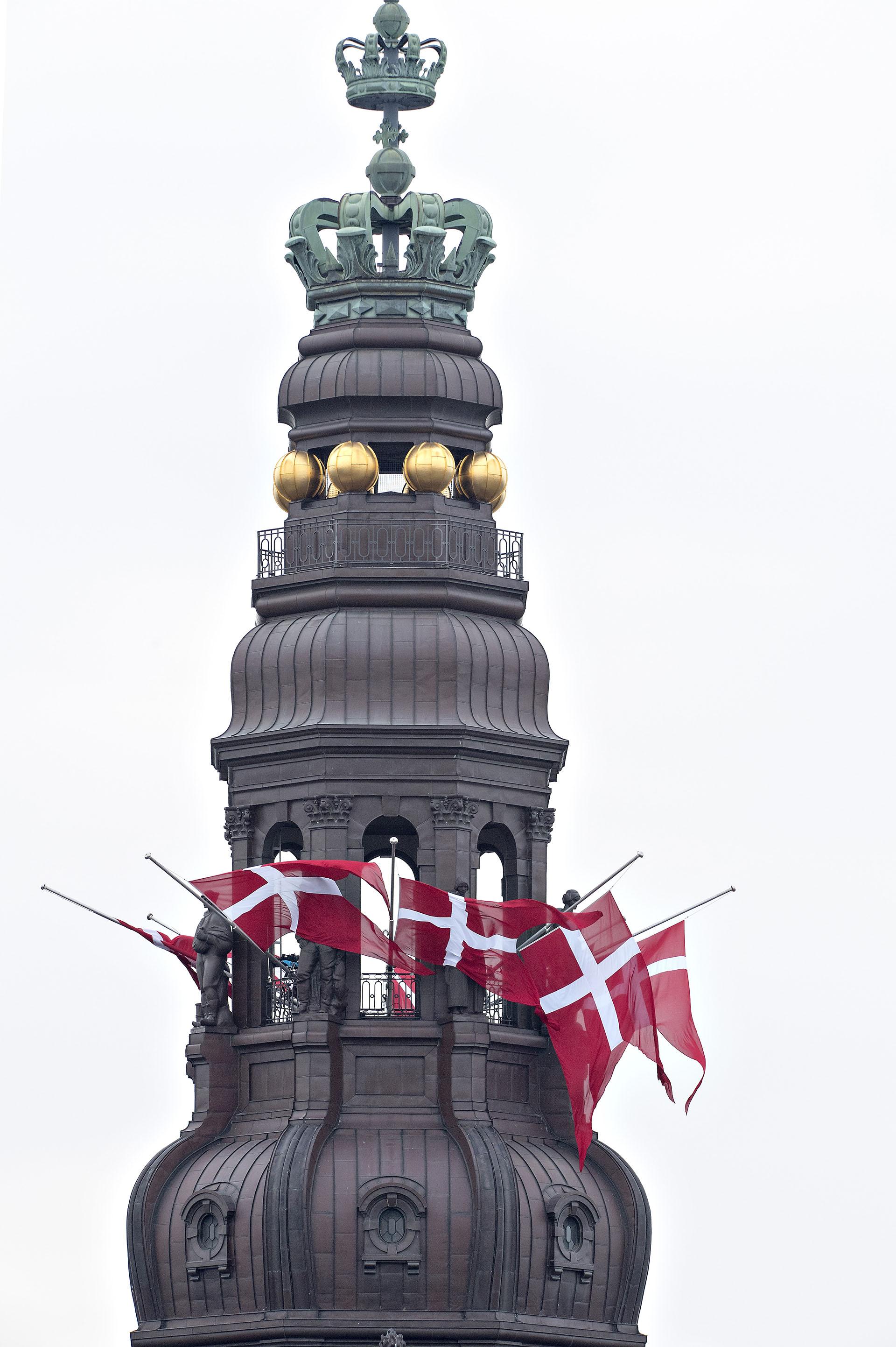 Las banderas de Dinamarca a media asta en señal de duelo por la muerte del príncipe Enrik
