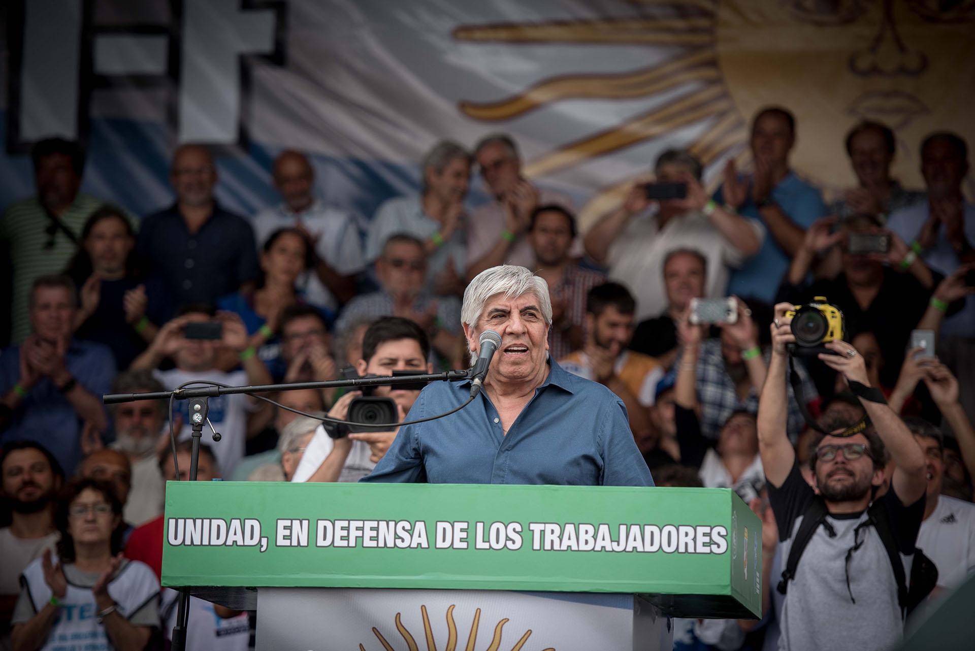 Hugo Moyano durante el último acto en el centro porteño (Guille Llamos)