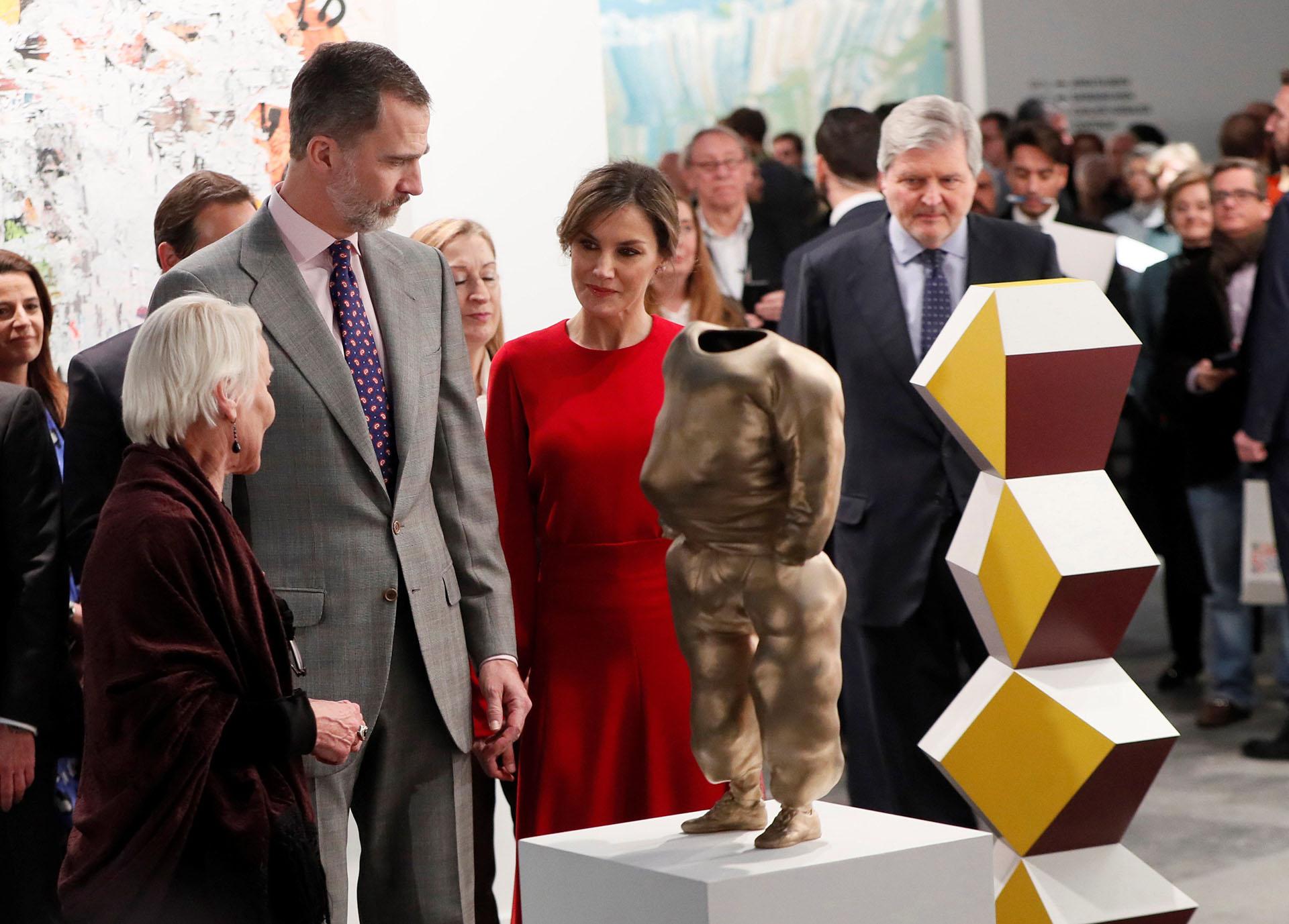 Los reyes junto a la galerista Cristina Guerra