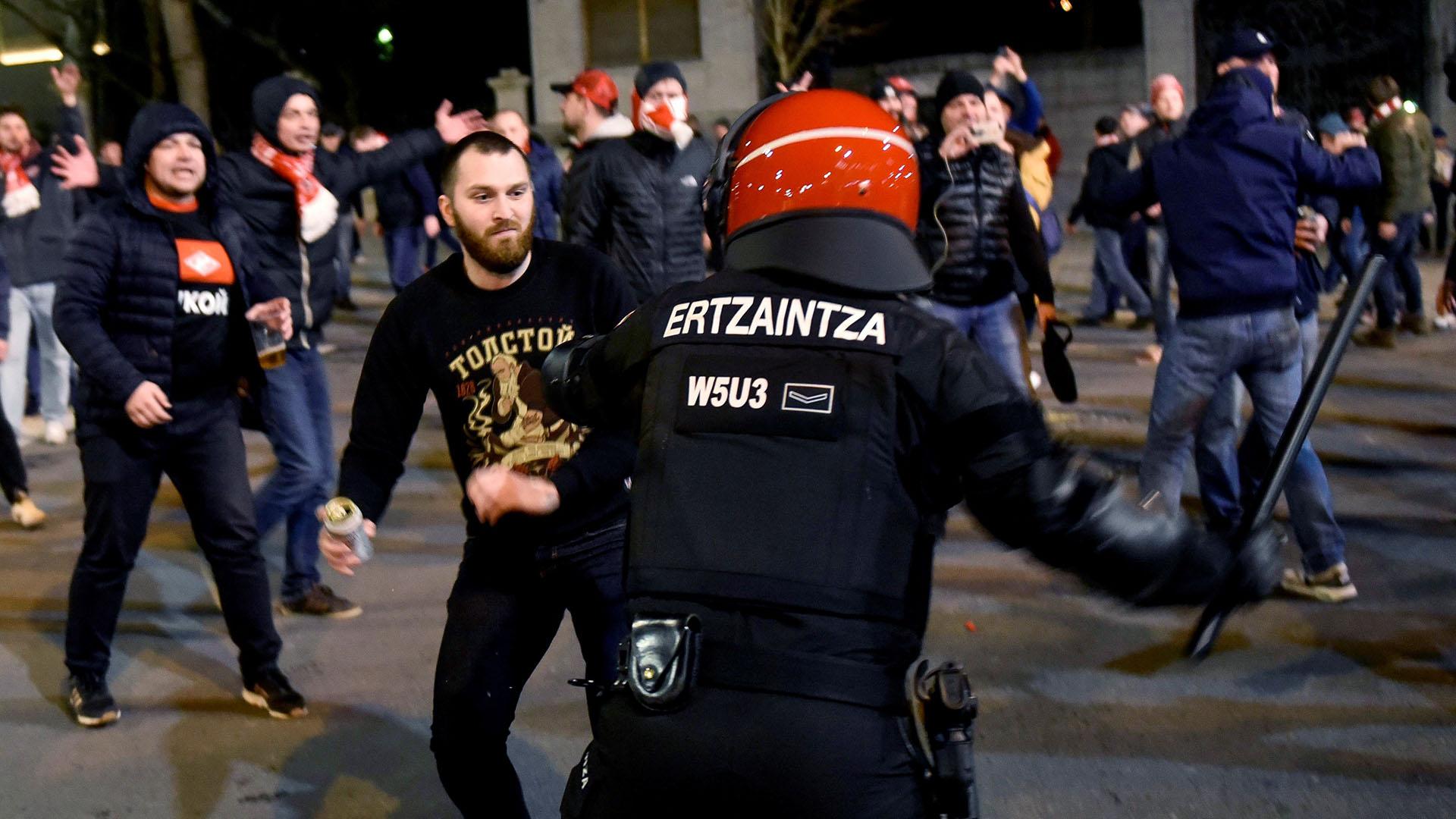 Desde allí marcharon hacia San Mamés en donde fueron emboscados por los ultras del Athletic de Bilbao