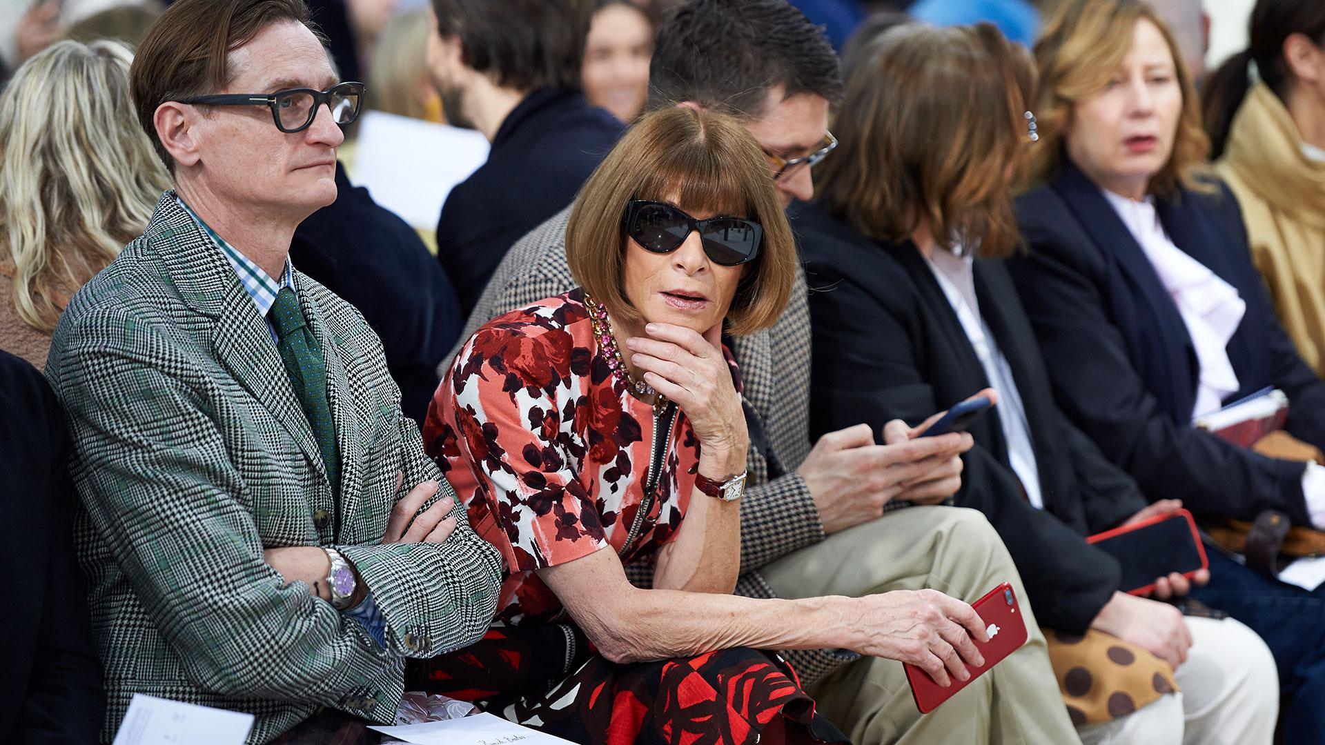 Anna Wintourposee un lugar de privilegio reservado en primera fila en cada edición de la Semana de la Moda (AFP)