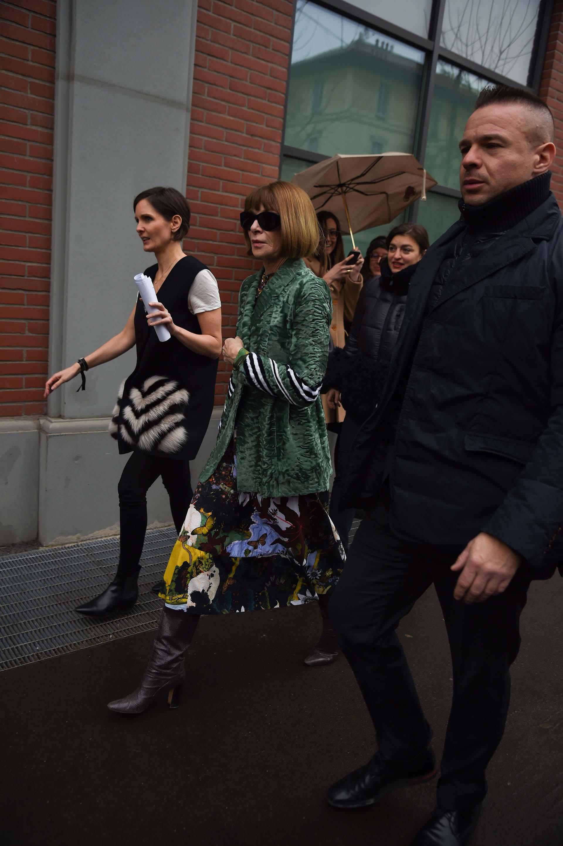 La editora de Vogue Us, camino al evento de Fendi en Milán, una de las citass más glamorosas. Su presencia convulsiona a la industria