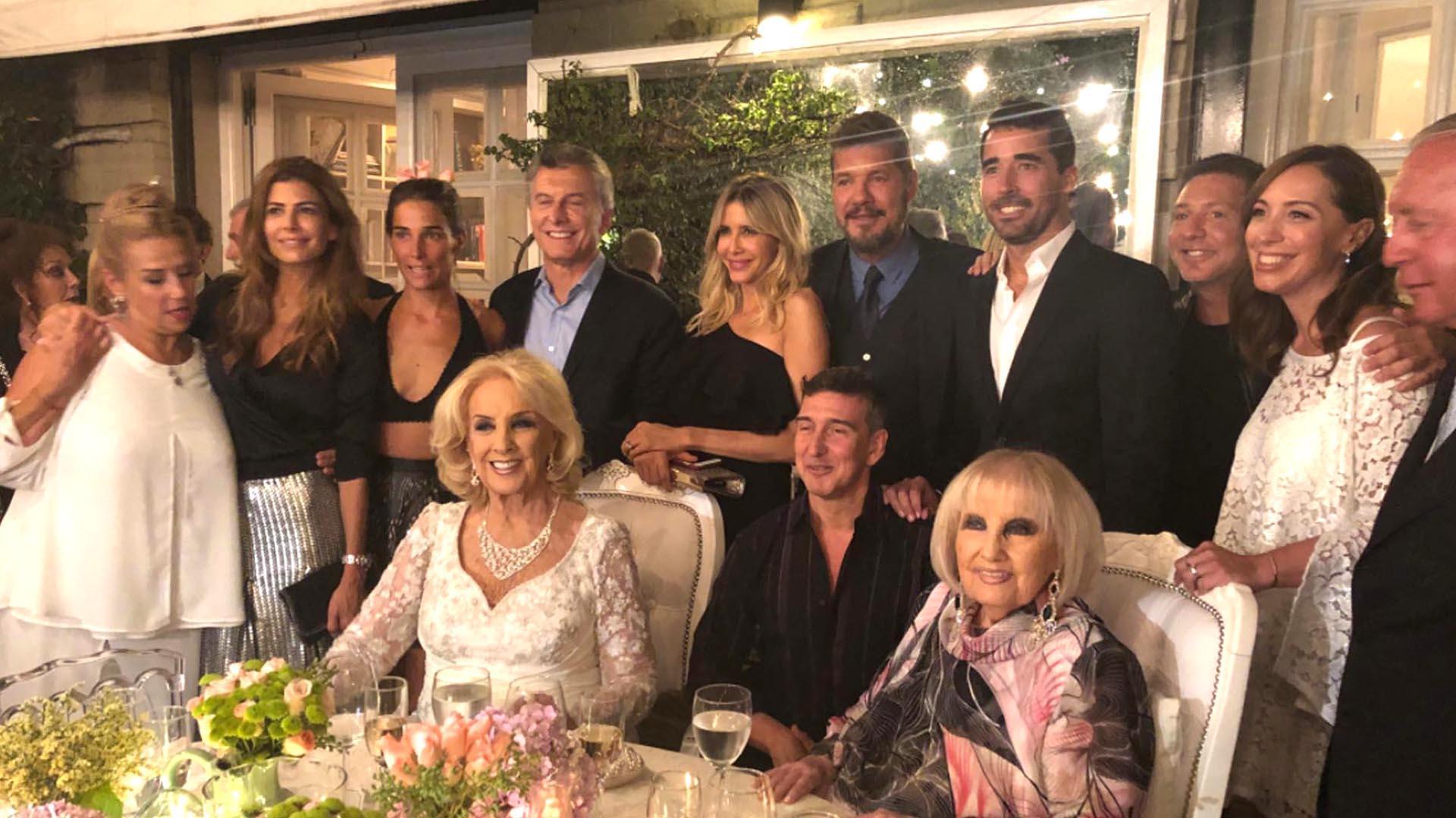 Mauricio Macri, Marcelo Tinelli y María Eugenia Vidal, el año pasado, en el festejo de cumpleaños de Mirtha Legrand
