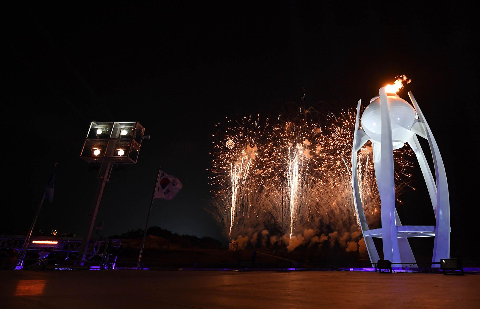 La ceremonia de clausura de la edición 23 de los Juegos Olímpicos de Invierno comenzó este domingo en el estadio olímpico de Pyeongchang