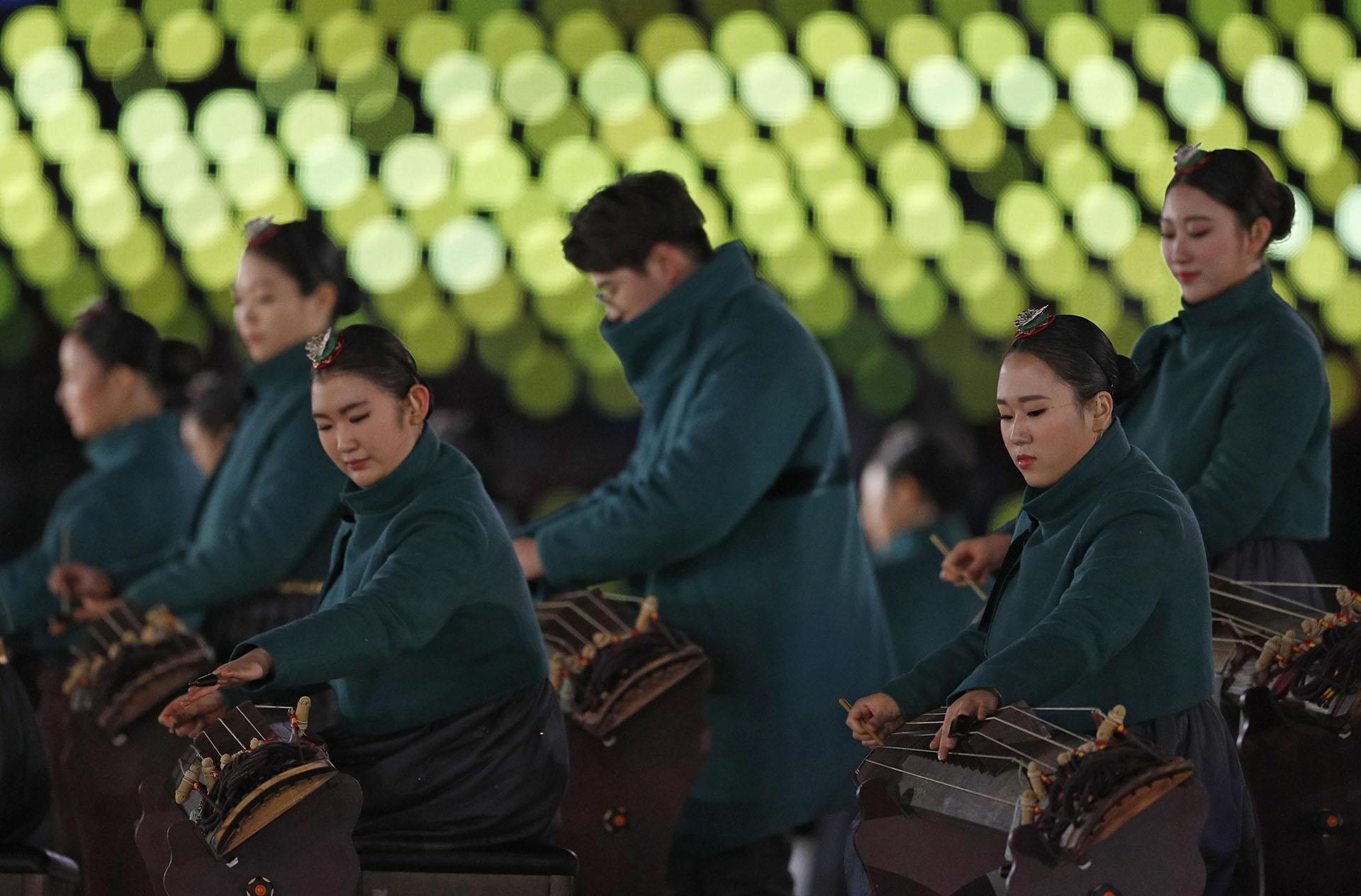 A diferencia de lo que sucedió en la ceremonia inaugural, en esta ocasión las dos coreas no portaron bandera unificada