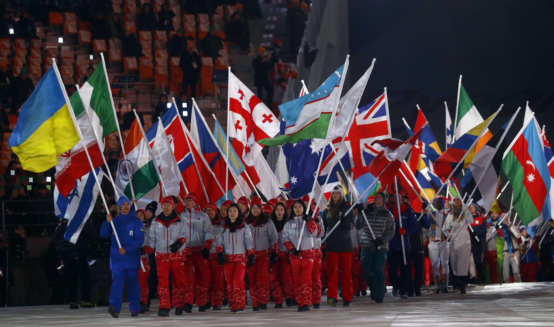 La ceremonia culminó con el desfile de las naciones participantes