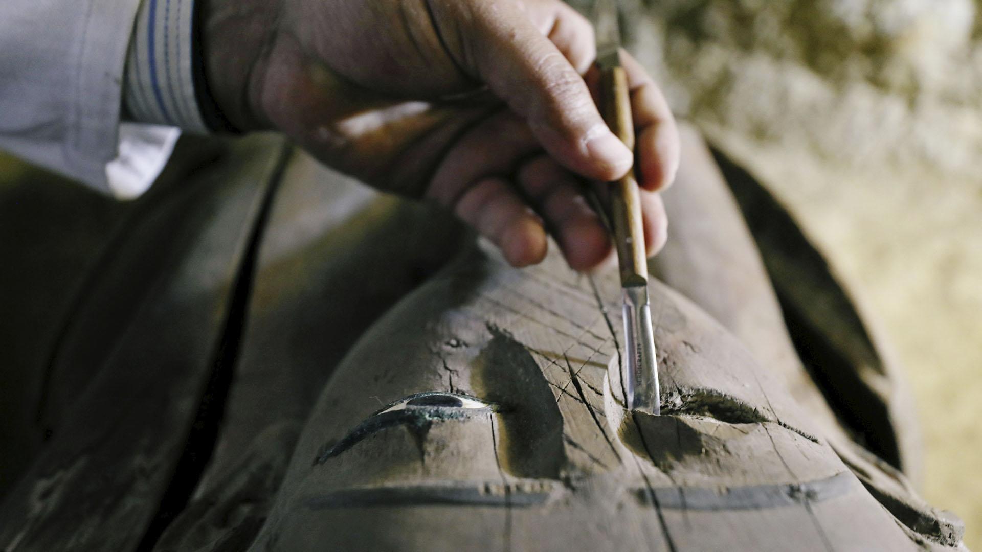 El ministro de Antigüedades, Khaled al-Anani, dijo que en la necrópolis se encuentran enterrados miembros de distintas familias. Se cree que corresponde a la última época faraónica (664-332 a.C.) y principios de la era ptolemaica (310-30 a.C.)