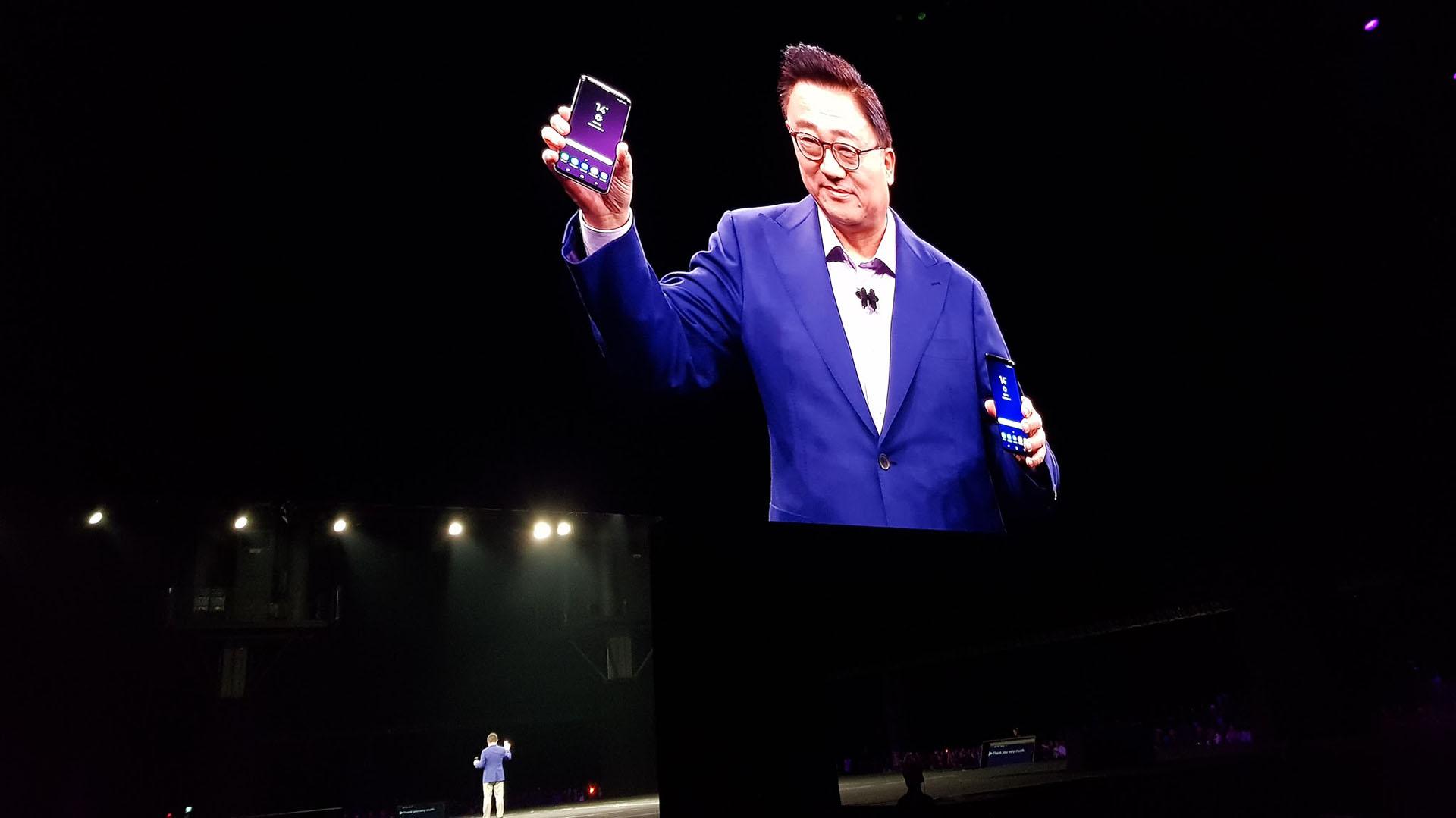 Samsung refuerza su apuesta por la calidad fotográfica, por eso, en estos nuevos modelos sumó varias características premium. Las cámaras tienen un estabilizador óptico y un enfoque automático, e integran un sensor Super Speed Dual Pixel con potencia dedicada de procesamiento y memoria que permite combinar hasta 12 cuadros en una sola toma