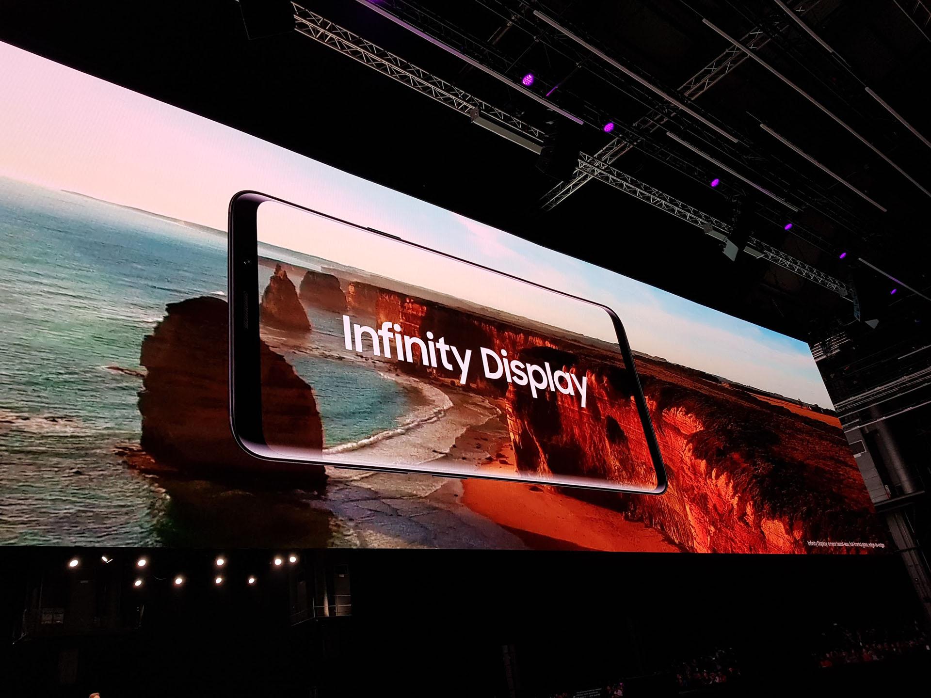 El display no tiene marcos, su ratio es de 18,5:9, es Super AMOLED y ofrece resolución Quad HD. En el caso del S9, el tamaño es de 5,8 pulgadas y en el S9+, de 6,2 pulgadas